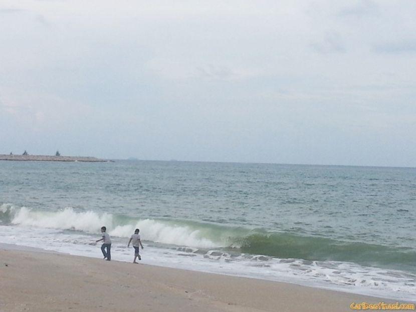 mandi manda pantai teluk ketapang