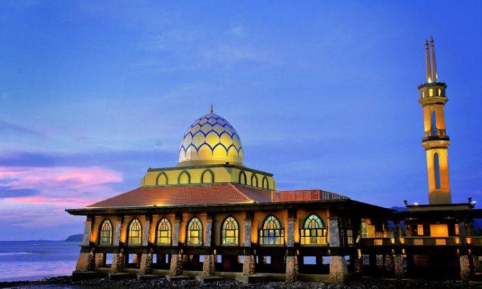 3. Masjid Terapung Al-Hussain