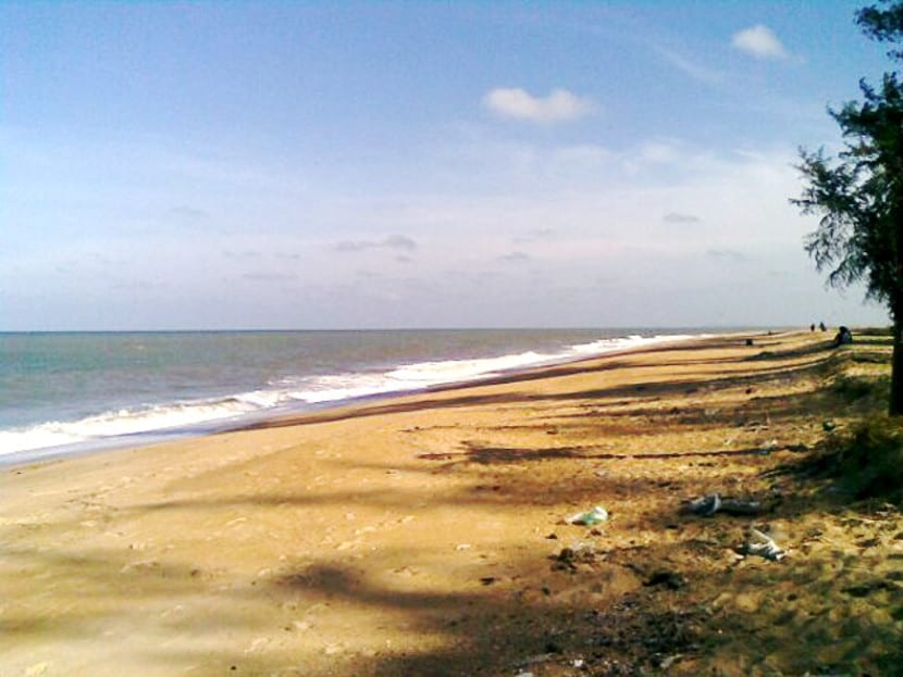 pantai teluk ketapang kt