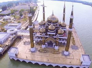 masjid kristal pulau wan man