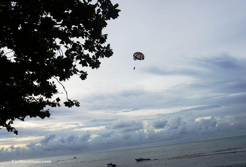 aktiviti di pantai batu ferringhi
