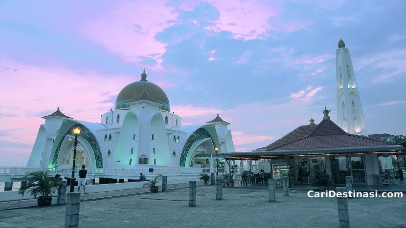 kafe masjid selat di melaka