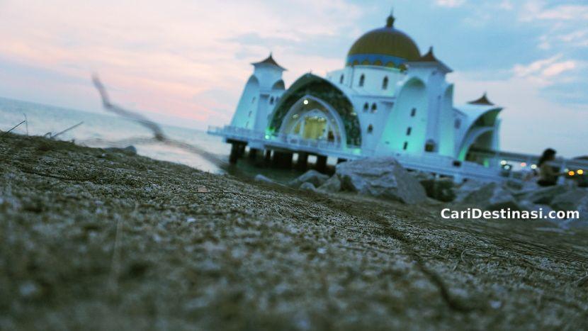 masjid terapung melaka menarik