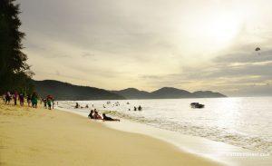 pantai batu ferringhi pulau pinang