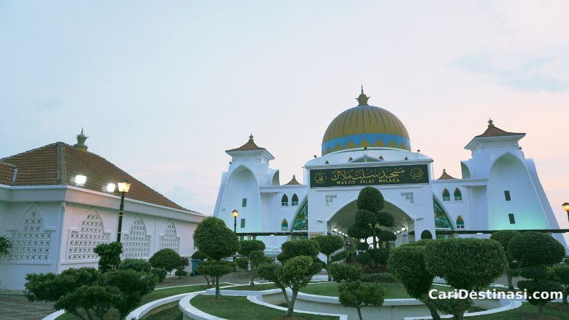senibina masjid selat melaka