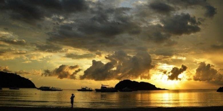 matahari terbit di pantai panjang