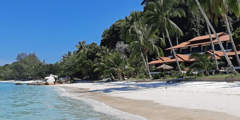 Pulau Lang Tengah - Berjalan-jalan di atas pantai