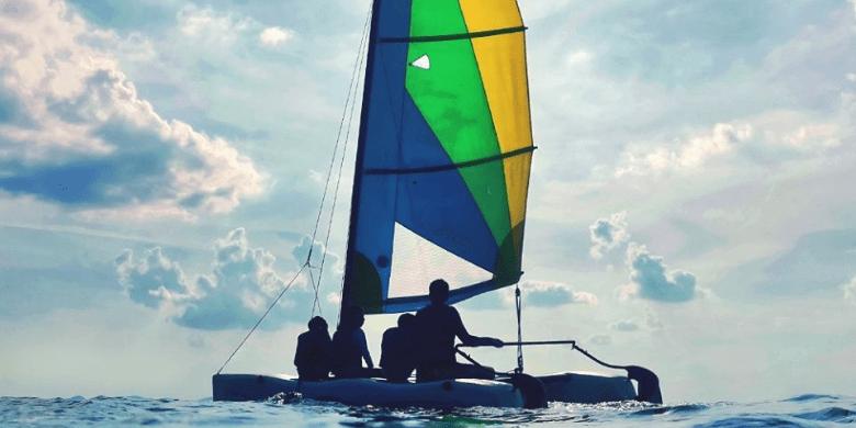 Pelayaran Kapal Layar Kecil (Hobie-Cat Sailing)